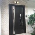 【福岡県 苅田町】古くなった玄関ドアを1日で最新式に(*^^)v